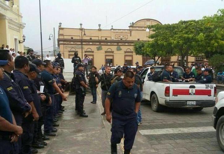 Se han repartido fichas para ayudar a encontrar a los tres jóvenes desaparecidos en Papantla, Veracruz. (Foto de contexto de jornada.unam.mx)
