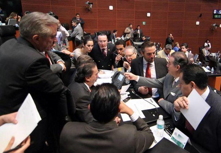 El Senado durante la aprobación de uno de los dictámenes de las leyes secundarias de la reforma energética, que expide las leyes de Petróleos Mexicanos (Pemex) y de la CFE. (Notimex/Foto de contexto)