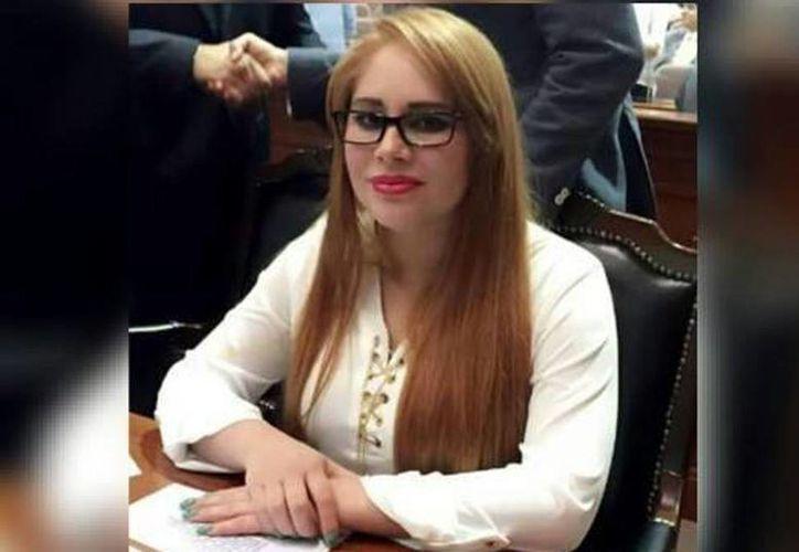 La diputada Lucero Guadalupe Sánchez aseguró que no es la persona que aparece en los videos de seguridad del penal de el Altiplano, por lo que se dijo inocente del delito de portación de documentos falsos. (Facebook)