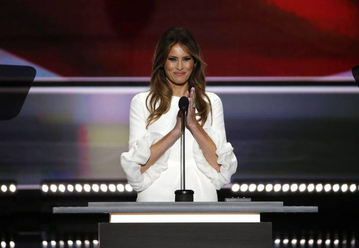 La esposa del precandidato presidencial republicano Donald Trump, Melania, habla durante la apertura de la segunda sesión del primer día de la Convención Republicana. Su discurso fue duramente criticado. (EFE)