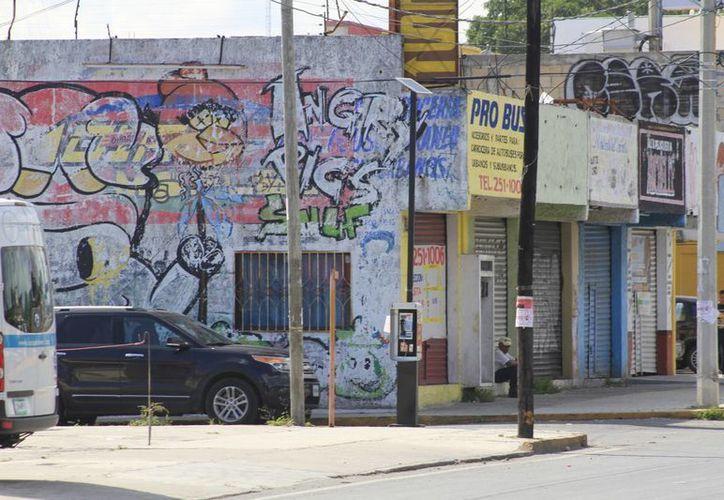 Estos daños generan un costo importante para los propietarios de negocios y viviendas. (Sergio Orozco/SIPSE)