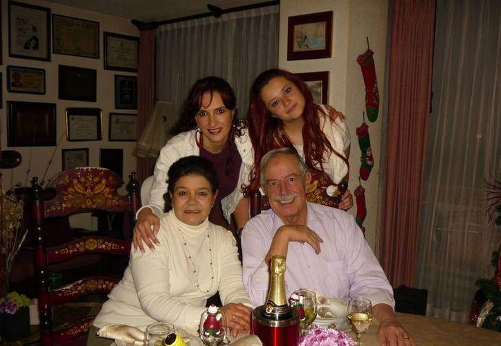 León Michel con su esposa María Zamora y sus hijas Edith y JImena. (Notimex)