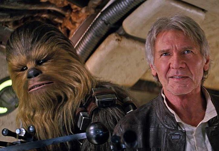 Harrison Ford regres 32 años despúes de su última aparición a la saga <i>Star Wars</i> con su personaje de <i>Han Solo</i> en el nuevo filme <i>The Force Awakens</i>.- (Imagen de Lucas Films)