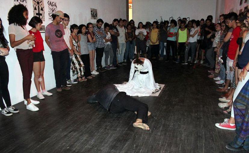 """Emaús Torres presenta """"Hidrógeno"""", en la que promueve la creatividad. (Foto: Novedades Yucatán)"""