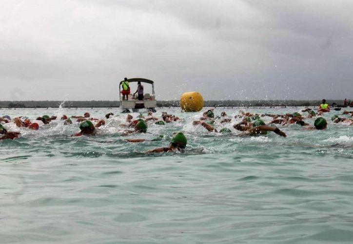 El Maratón de Aguas Abiertas, en Bacalar, fue suspendido debido a las malas condiciones climáticas. (Javier Ortiz/SIPSE)