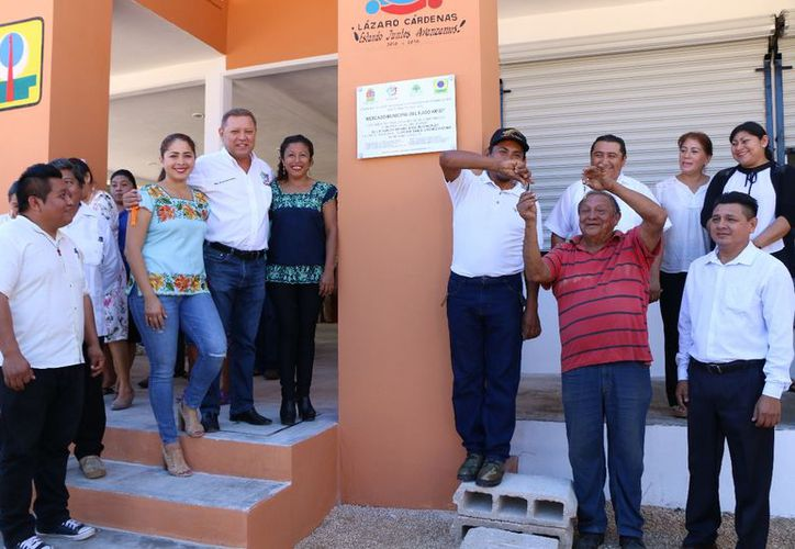 El alcalde inauguró esta obra que beneficiará a los habitantes de la localidad. (Raúl Balam/SIPSE)