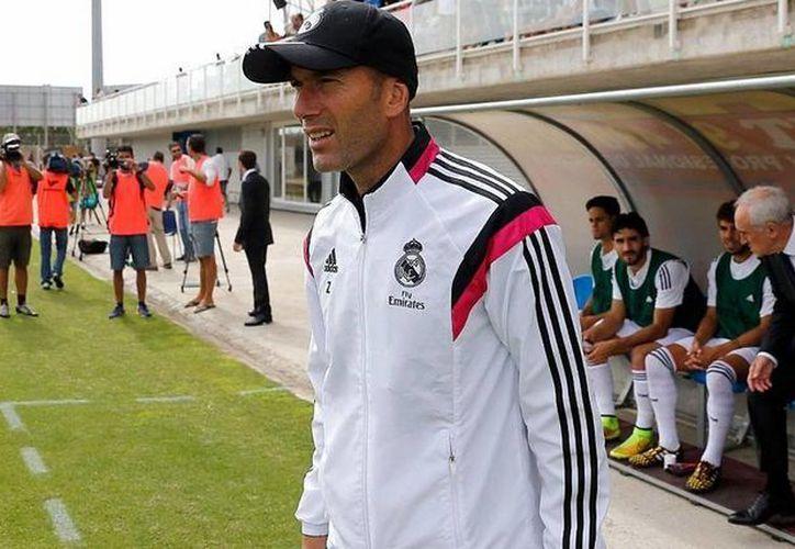 Zinedine Zidane fue castigado por entrenar al Real Madrid Castilla sin contar con los documentos debidos. (unionmerengue.com)