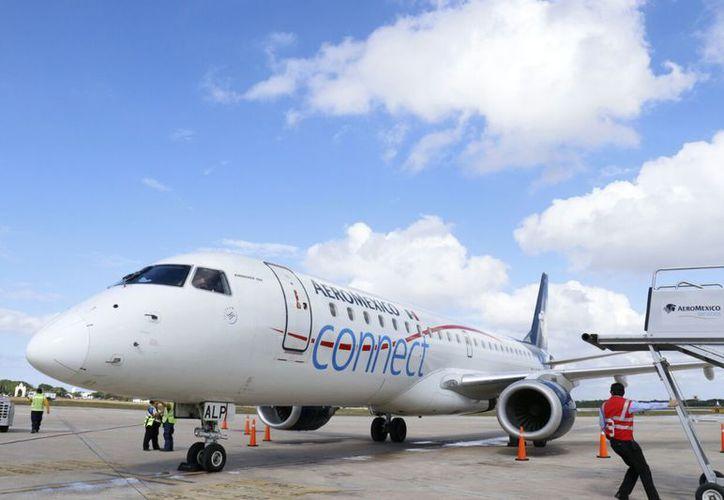Los aviones que se encargan de realizar esta ruta son los Embraer 190, de Aeroméxico. (José Acosta/SIPSE)