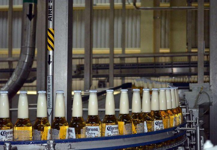 El área de envasado cuenta con cinco líneas de producción, que cuentan con llenadoras, donde corren de 60 mil hasta 120 mil botellas por hora. (Fotos: Nalleli Calderón)