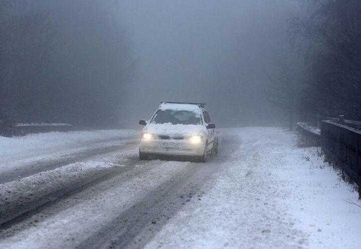 Se espera que hoy continúen las nevadas en varias regiones de Inglaterra, pero con menor intensidad. (EFE)