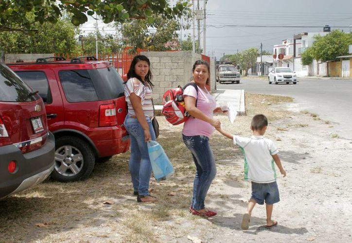 Ante esta situación el estado ha validado el reconocimiento hacia la mujer que sin apoyo del hombre ha sabido brindar sustento económico y cariño a sus hijos. (Harold Alcocer/SIPSE)