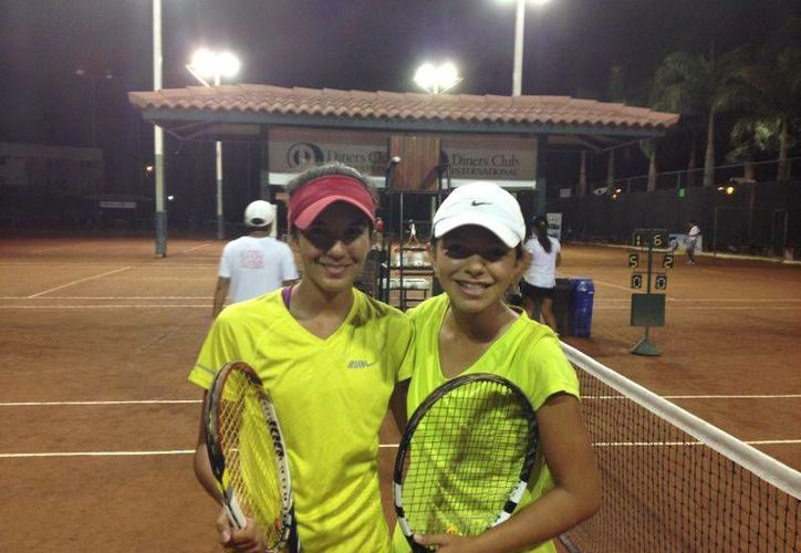 Itza Trabulse y Karla Cordero, en la Gira Sudamericana de Tenis. (Redacción/SIPSE)