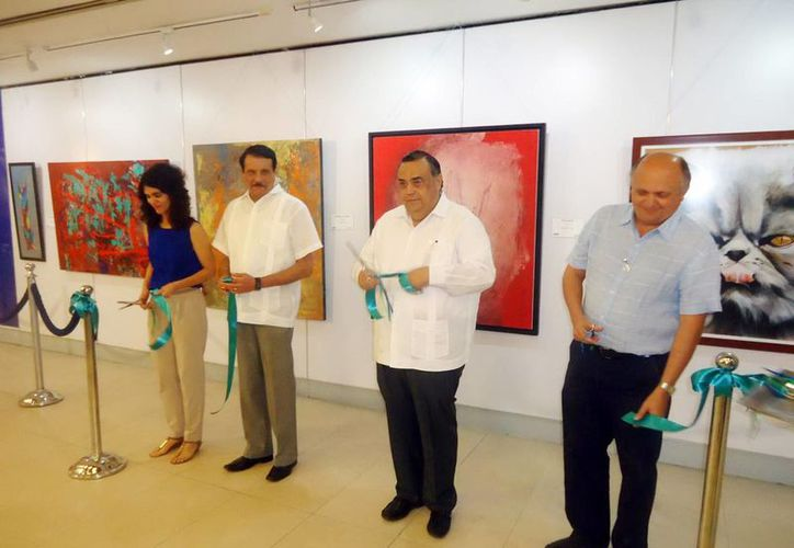 Autoridades del Aeropuerto y artistas inauguraron la exposición titulada 'Arte por la Educación'. (Milenio Novedades)