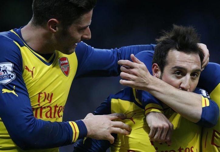 El español Santi Cazorla fue figura del Arsenal en el encuentro ante Manchester City. (AP)