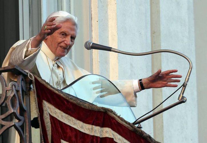 Las últimas palabras que Benedicto XVI dirigió como Papa a los fieles, desde la ventana de la residencia de Castelgandolgo. (AP)
