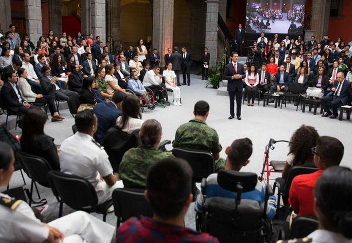 Peña Nieto también fue cuestionado sobre la prudencia de invitar a México a Donald Trump siendo todavía candidato a la Casa Blanca. (Presidencia)