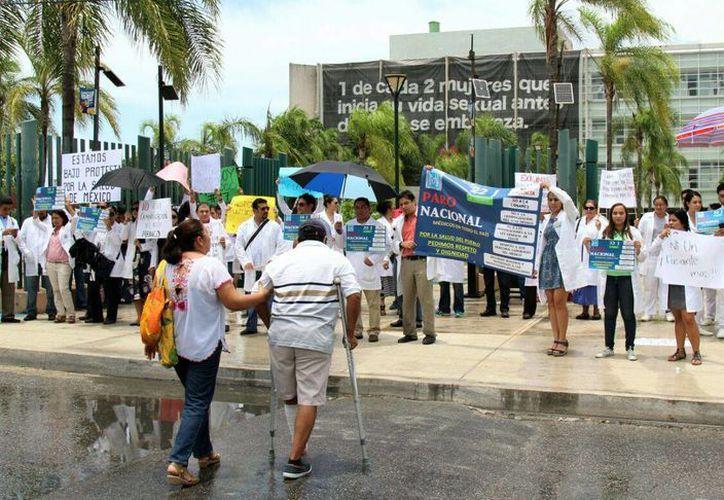 Hospitales del sector privado y público se unieron a la protesta simultánea. (Israel Leal/SIPSE)