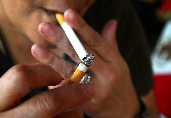 La publicidad del tabaco en programas de televisión en vivo quedó prohibida.(EFE/Archivo)