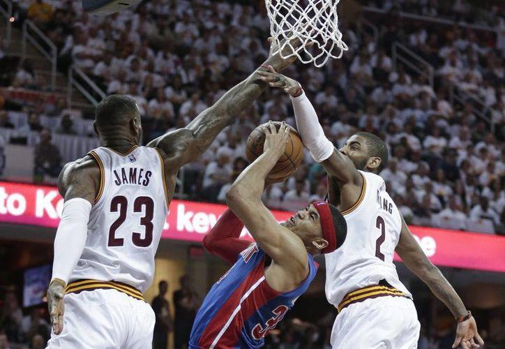 Este domingo, los Cleveland Cavaliers consiguieron una victoria de 106-101 frente a los Detroit Pistons en su serie de primera ronda de los playoffs en la Conferencia Este. (AP)