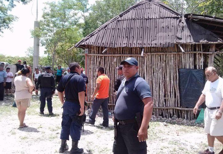 La intervención de policías entre los ejidatarios. (Rossy López/SIPSE)