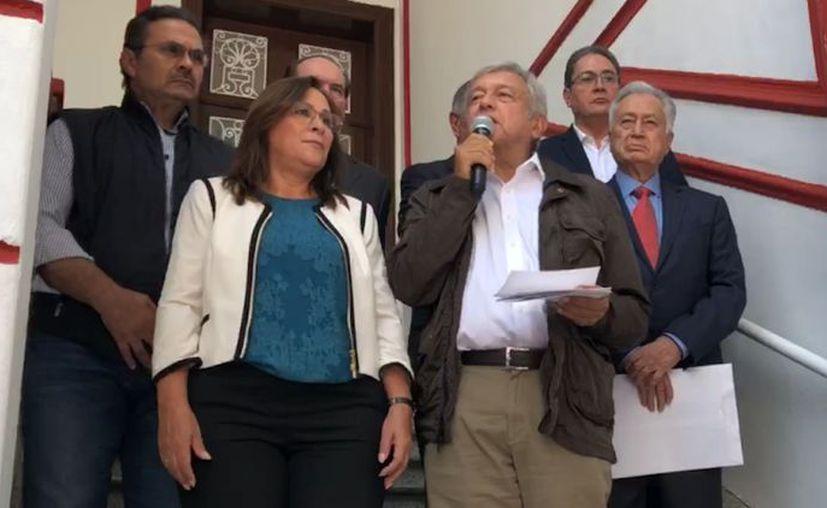 El presidente electo de México, Andrés Manuel López Obrador hizo nuevos anuncios este viernes en conferencia de prensa este viernes, en sus oficinas de la colonia Roma. (Sin Embargo)