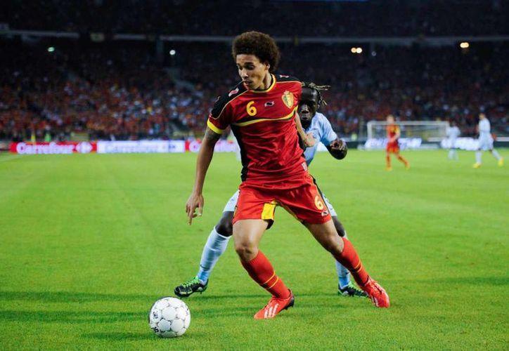 Axel Witsel, quien forma parte de la selección de Bélgica, aceptó una enorme oferta del futbol chino. Cobrará más de un millón de euros por mes. (Foto tomada de chelseanews24.com)