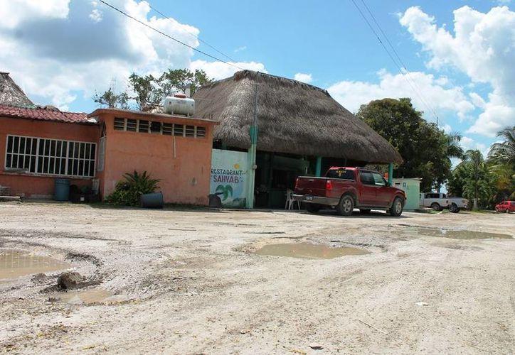 Los visitantes de la región temen que sus vehículos puedan sufrir alguna avería o de plano quedarse varados en el camino. (Edgardo Rodríguez/SIPSE)