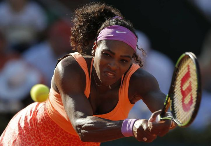 Serena Williams venció a Timea Bacsinzsky por marcador de 4-6, 6-3, 6-0 para avanzar a la final del Abierto de Francia contra Lucie Safarova. (AP)
