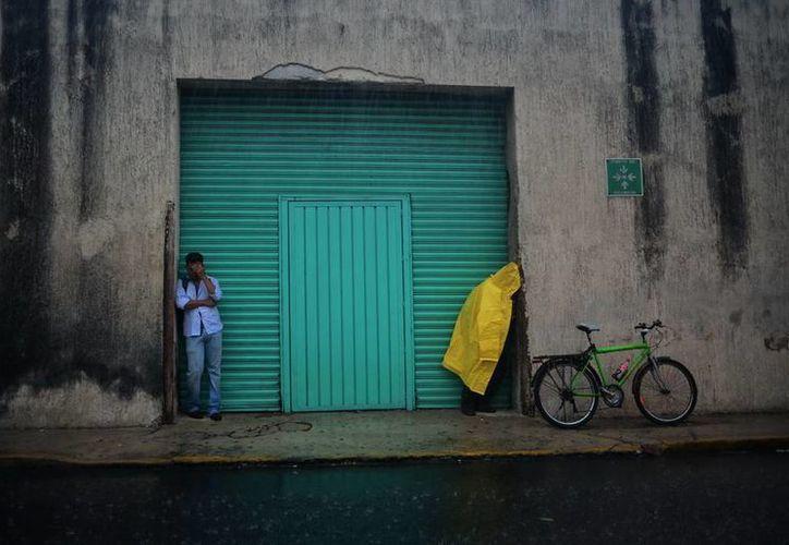 Ayer la onda tropical 26 ocasionó fuerte lluvia que bañó diversos rumbos de Mérida. (Luis Pérez/SIPSE)
