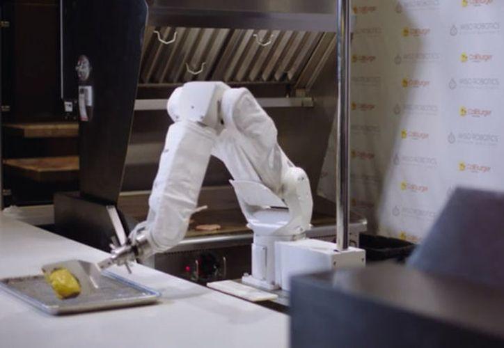 Flippy no es el primer robot en decepcionar a sus jefes. La máquina no pudo realizar la producción prometida. (Vanguardia MX)