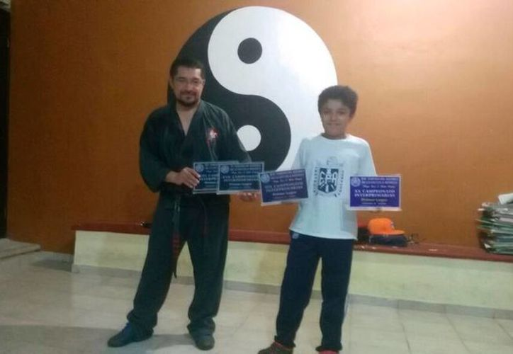 El pequeño Paul Rosales ganó por cuarta vez un torneo estatal auspiciado por la Escuela Modelo. (Cortesía)