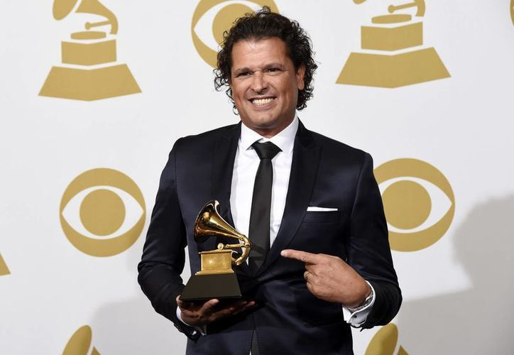 Carlos Vives fue el único ganador que estuvo presente en la entrega del Grammy a la música latina, que se realiza en ceremonia previa a la gala televisada. (AP)