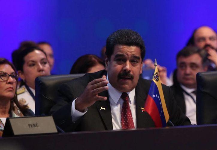 El presidente venezolano Nicolás Maduro y el exmandatario mexicano Felipe Calderón intercambiaron palabras ofensivas por Twitter en el marco de un partido de futbol de Copa América. En la foto, el mandatario venezolano en la VII Cumbre de las Américas Panamá 2015. (Notimex)