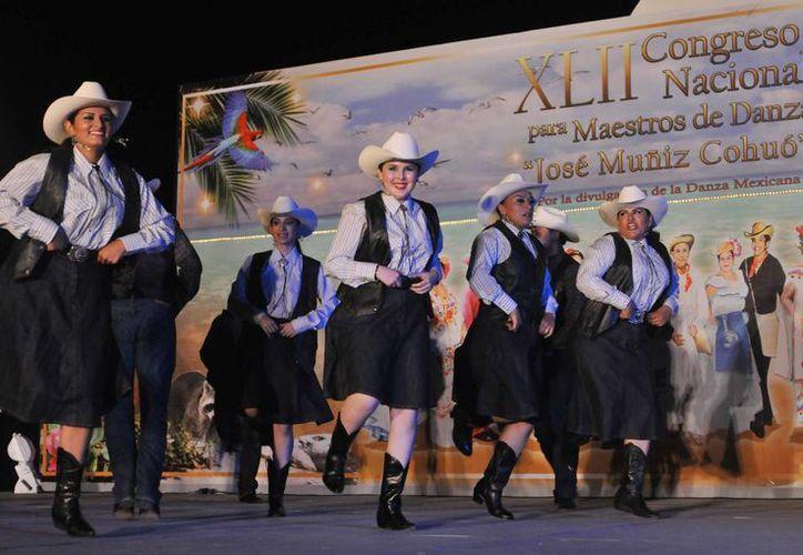 Las delegaciones continúan presentándose en el parque Quintana Roo. (Cortesía/SIPSE)