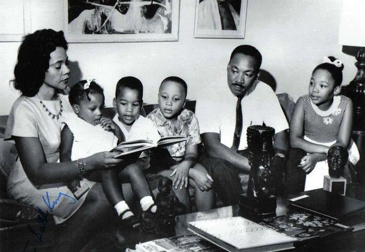 Martin Luther King Jr con su esposa Coretta y sus cuatro hijos, Yolanda Denise, Martin Luther III, Dexter Scott y Bernice Albertine. (EFE)