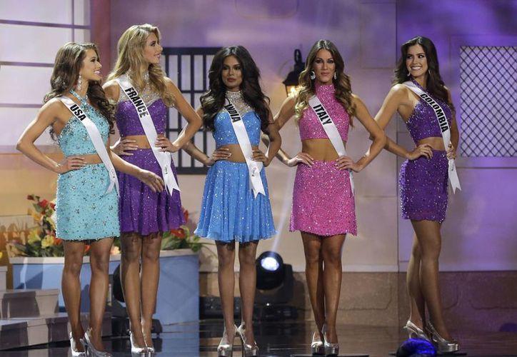 Miss Estados Unidos y Miss Colombia, Nia Sánchez (de origen mexicano) y Paulina Vega, respectivamente, forman parte de la semifinalistas de Miss Universo. (AP)