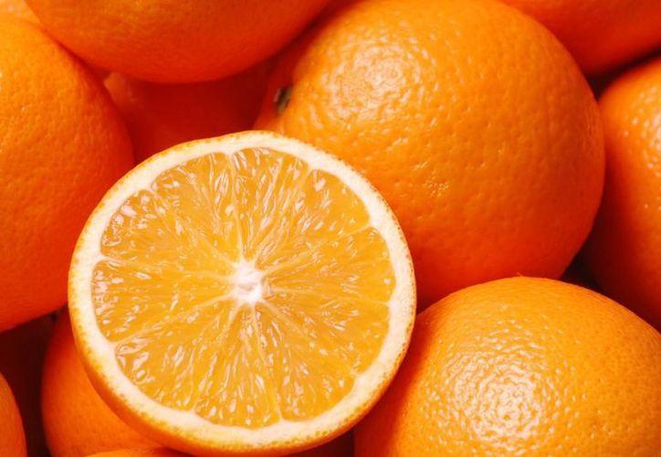 Elementos de la Policía Municipal detuvieron al responsable de robarse las naranjas. (Foto de Contexto/Internet)