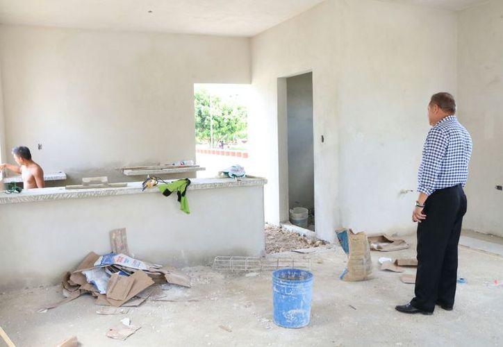 El alcalde encabezó la verificación de obras. (Gloria Poot/SIPSE)