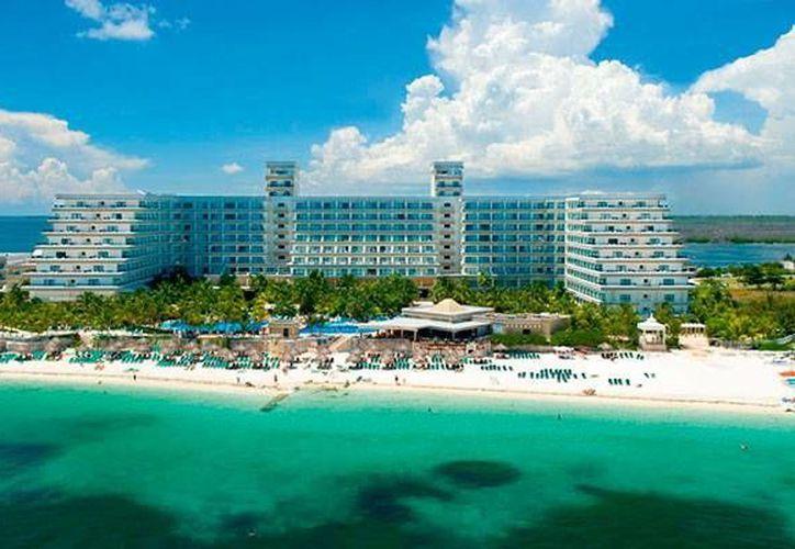 El estado de Quintana Roo tiene tiene 85 mil 349 habitaciones: cada cuarto de hotel genera un empleo directo y casi tres de manera indirecta. (Foto de Contexto/Internet)