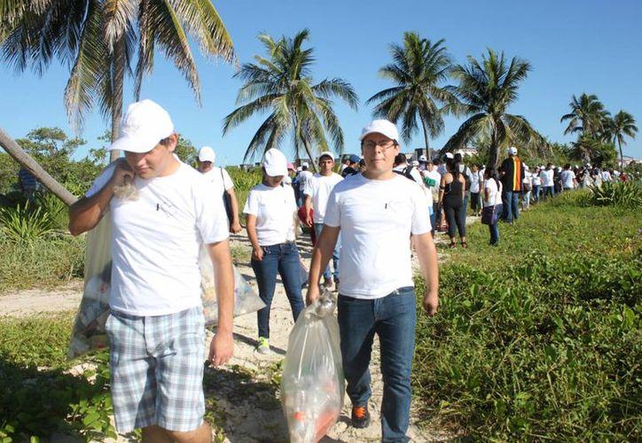 Las autoridades municipales exhortaron a quienes explotan actualmente la Zona Federal Marítimo Terrestre de Solidaridad. (Daniel Pacheco/ SIPSE)