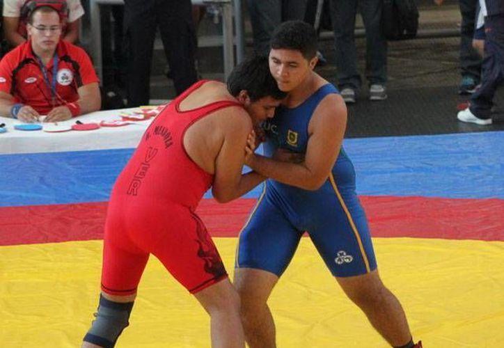 El progreseño Jesús Estrada Cortés dio a Yucatán una medalla de bronce en luchas asociadas de la categoría juvenil 96 kilogramos en la Olimpiada Nacional. (Milenio Novedades)