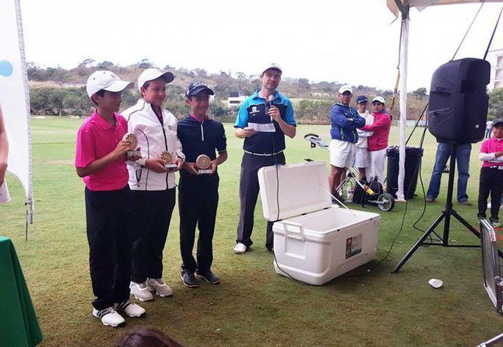Golfistas del Yucatán Country Club ganaron títulos en cinco divisiones en Gira Regional Infantil y Juvenil realizada en Campeche. (SIPSE)