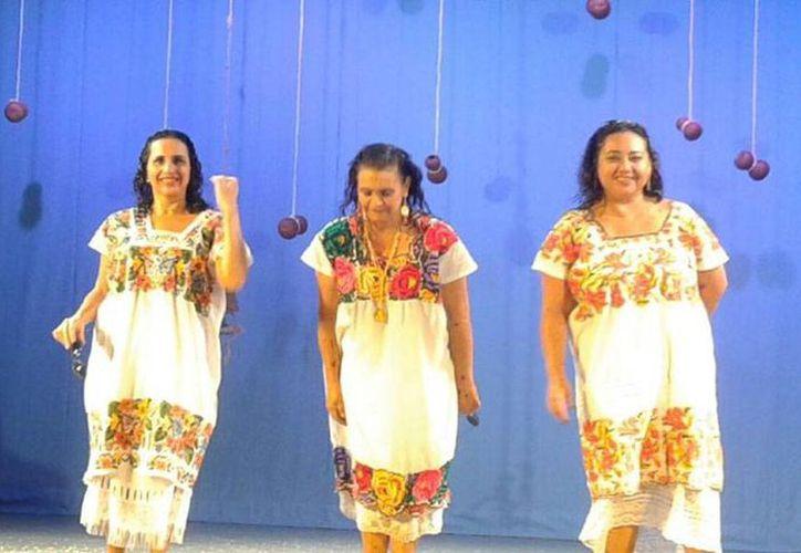 Escena de la obra Mestiza Power que esta noche se presenta en el teatro Pedrito de Mérida. (Facebook/Andrea Herrera)