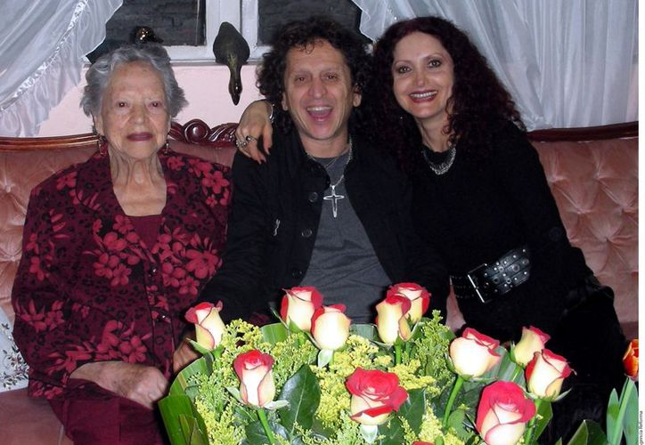 Alex Lora con su familia. (Agencia Reforma)