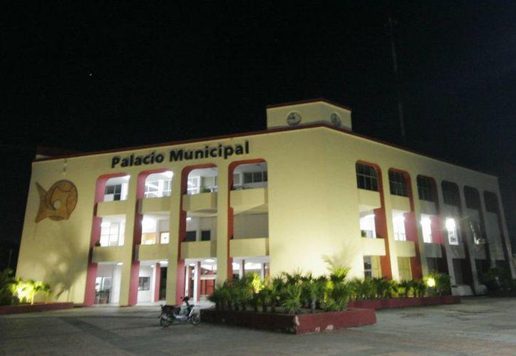Banobras ofrece al municipio capitalino el adelanto de participaciones de los próximos tres años. (Harold Alcocer/SIPSE)