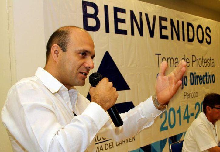 Ayer tomó protesta como nuevo presidente de la Canaco, Pablo Alcocer Góngora.  (Adrián Monroy/SIPSE)