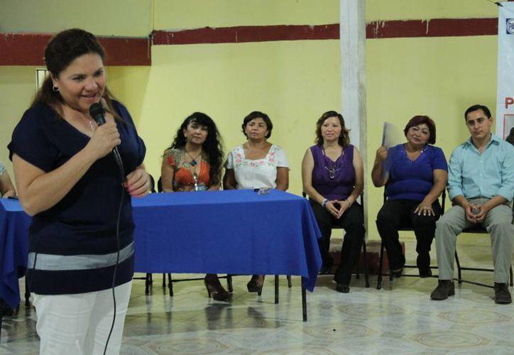 La senadora Rosa Adriana Díaz Lizama durante su participación en el foro 'Mujer y Poder'. (SIPSE)