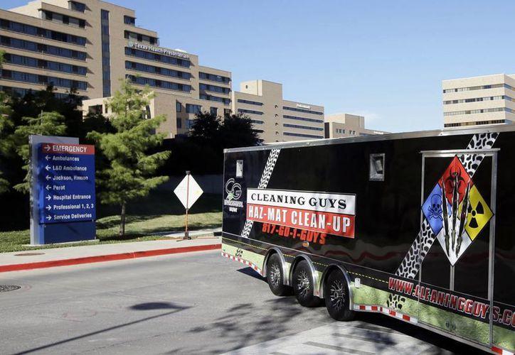 Edificio del complejo del Hospital Presbiteriano de Dallas, Texas, el jueves 16 de octubre de 2014. Más de 70 empleados serán aislados en sus domicilios, en previsión de contagios del ébola. (Foto AP/Tony Gutiérrez)