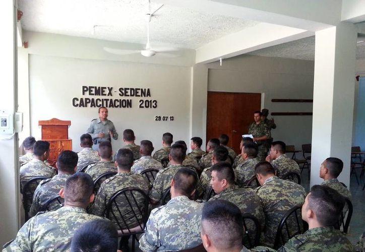 Las pláticas se dieron a tres oficiales y 28 elementos de tropa del 20º. Regimiento de Caballería Motorizado de la Secretaría de la Defensa Nacional, con sede en Valladolid. (Milenio Novedades)