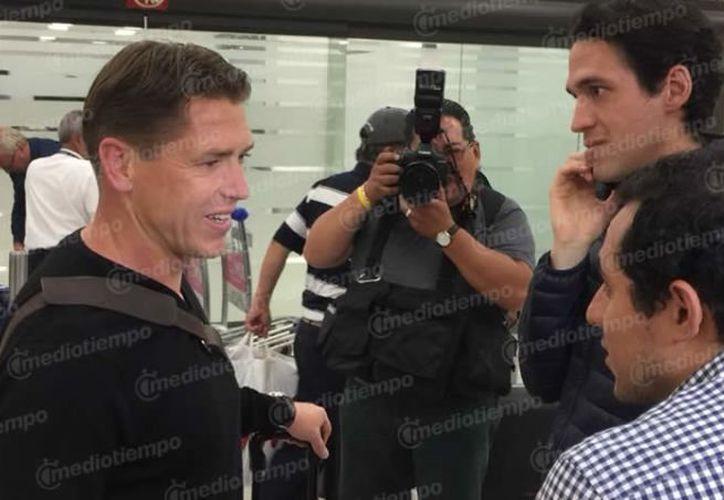 Arriban a México representantes del delantero holandes. (Foto: Medio tiempo)